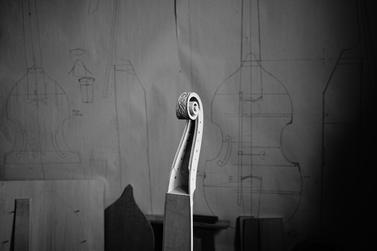 Luthière à Mirecourt et Toulouse