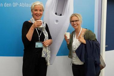 GIO-Geschäftsführerin Maren Morawe und AZE-Praxismanagerin Annegret Plöhn auf der DOC 2017