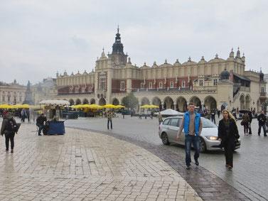 Marktplatz mit Tuchhallen in Krakau.