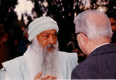 Osho con Enzo Biagi a Katmandu (Nepal) nel 1986
