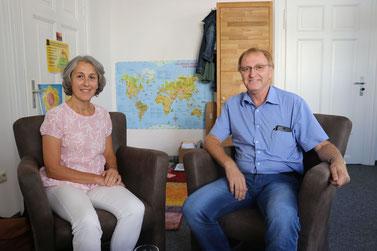 Elfriede Sedlmeier berät im Familienstützpunkt im Rathaus in Parsberg Familien. Bürgermeister Josef Bauer ist froh, dass es das Angebot in der Stadt gibt. Foto: Claudia Kestler