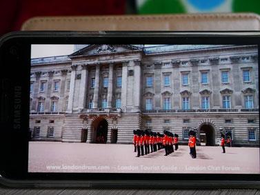 Wachwechsel am Buckingham-Palace... auf YouTube...