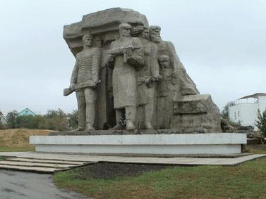 """Памятник """"Народные мстители"""". Мемориальный комплекс """"Катакомбы"""""""