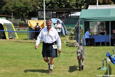 Scottish Deerhound Fans..., Kleidung passend zum Deerhound..., Kilt auf Hundeausstellung..., Der Deerhound als Familiehund!