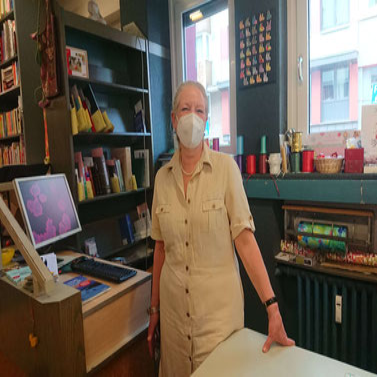 Claudia Zanolli, Inhaberin der Buchhandlung Domstraße, Köln