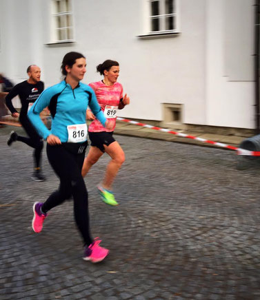 Tanja (im Hintergrund) kurz vor dem Ziel (Foto: zVg)