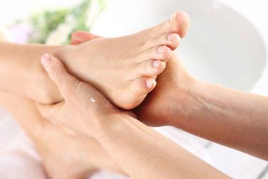Körpertherapie Heidelberg: Massage, Mitte finden, Körperarbeit, Physiotherapie, Körpertherapie, Schmerzen, Verspannungen, Rückenschmerzen, Rückenprobleme, Wirbelsäulenprobleme, Hände, Füsse, Körper, Beine, Hals, Hand auflegen