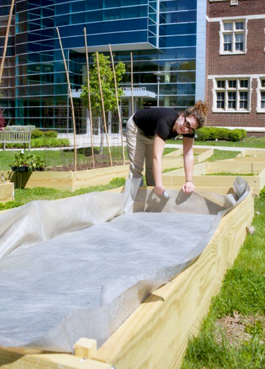 Bri, a JFS volunteer, helped construct the garden beds of the Jewish Family Service Barbash Family Vital Support Center Community Garden, located at the Hebrew Union College-Jewish Institute of Religion.