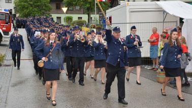 Die FMK Zedlitzdorf führte den Festzug an.