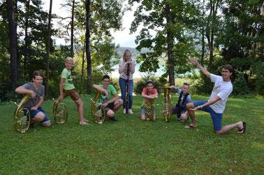 Zusammen mit anderen Jungmusikerinnen und -musikern verbrachten unsere Jungs eine Woche am Turnersee.