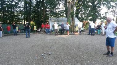 Spielszene Bezirksliga 11 Abschluss beim TSV Warzen.