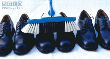 Würden Sie so Ihre Schuhe putzen? Zahnarztpraxis Pilsl in Garmisch-Partenkirchen. © Solo-med