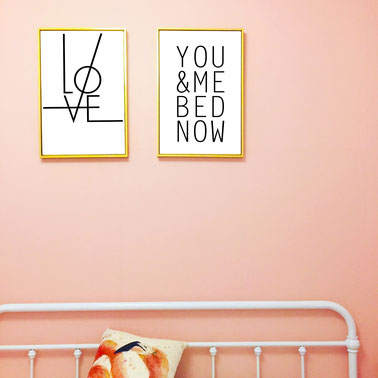 4one pictures - schlafzimmer poster - typographie - typo - quotes - bilder mit spruch - schwarz weiß - liebe - love - you me bed now - bild über bett - scandi design - skandinavisch