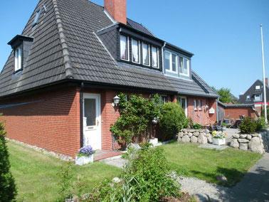 Geräumiges Ferienhaus in Tinnum mit 4 Schlafzimmern, 2 Bädern, großem Wohnzimmer und schönem Garten