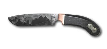 Jagdmesser aus Steuerkettendamast mit Mittellage, Kupfer, Mooreiche mit Kettenglied