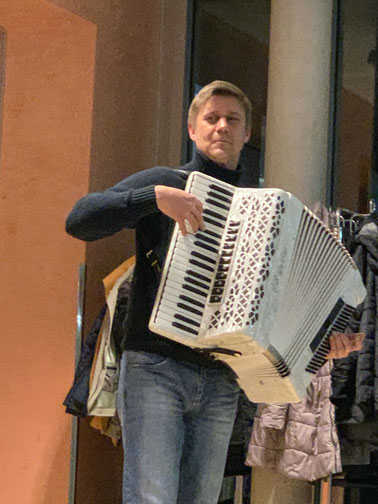 Natürlich wurde auch gesungen und Matthias begleitete uns auf dem neuen Akkordeon