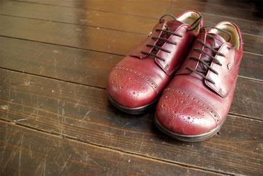 私が履いているフィンコンフォートです^^1年半以上履いているのでつま先が傷だらけに…。いつも一緒に歩いてくれてありがとう!