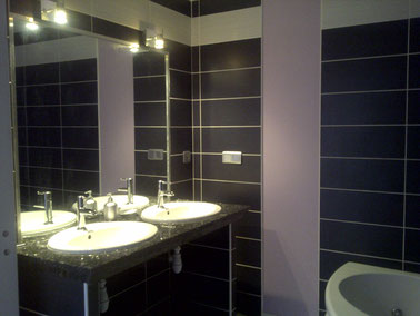 chambre améthyste salle de bain, douche à l'italienne et bainoire balnéo, wc séparé