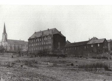 1910 - Rodinger Spital und Kirche - Ende des 2.Weltkrieges waren dort die amerikanischen Soldaten untergebracht.