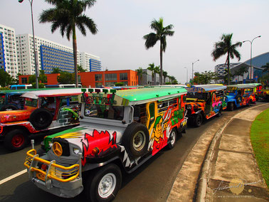 © 2014 Ironwulf En Route. Quelle: http://www.ironwulf.net/2012/09/26/philippine-jeepney-arts-festival-and-parade-2012/