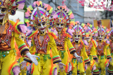 © wordpress. Quelle: http://negrosrealestate.com/blog/reasons-for-you-to-join-masskara-festival-october-2014/