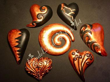 Handarbeit Dekoherz, Gießkeramik, Handarbeit Dekospirale,  Deko schwarz mit Bronze, Deko geschwungene Herzen,