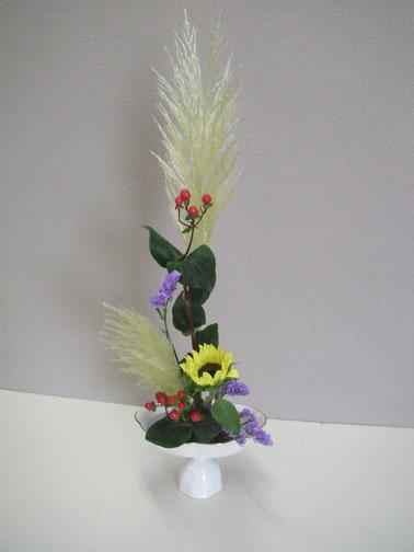花意匠 たてるかたち     パンパスグラス ヒペリカム 向日葵 スターチス