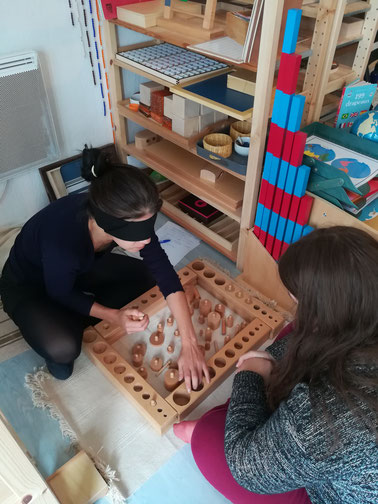 Activité de vie sensorielle - formation Montessori 3-6 ans à Muret