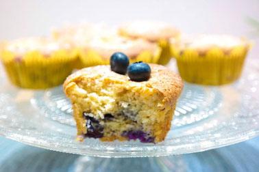Leichte Mandel-Blaubeer-Muffins - low carb, natürlich gesüßt & fruchtig