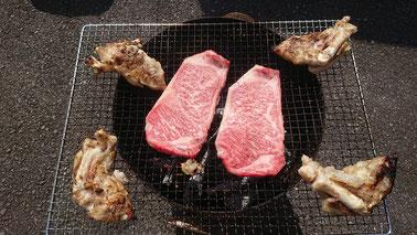 豊後牛のステーキと豚足