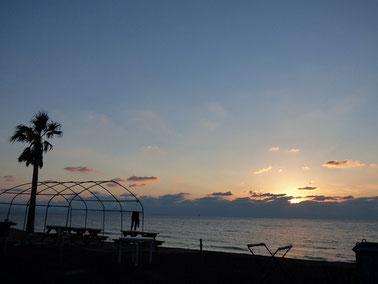 夕日は雲にブロックされました・・