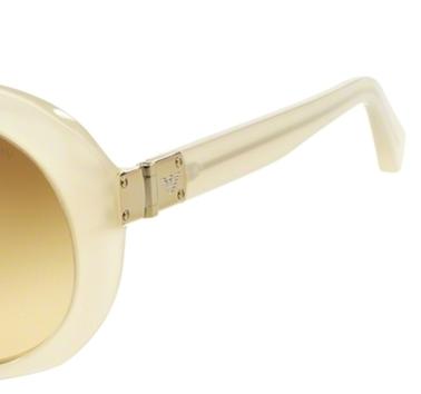 Occhiali da sole donna Emporio Armani Modello: 4009. Colore: 50822L beige opale. Colore lenti: Marrone sfumato. Calibro 56-19. Materiale: plastica. Protezione UV 100%