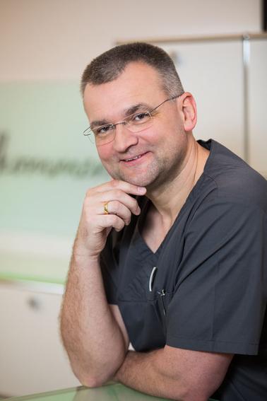 Parodontologe und Zahnarzt Dr. Axel Ruppert, M.Sc., M.Sc.