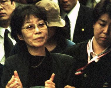 Fusako Shigenobu ved hende anholdelse, nov. 2000