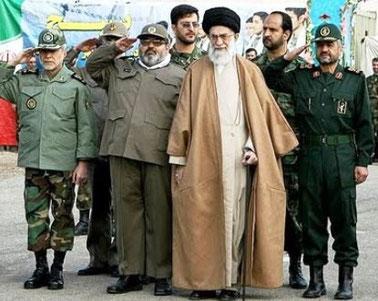 Ayatollah Chamenei afholder parade med lederne af  Basidshmilitserne i Teheran