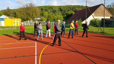 Bild vom Open Air Training an der Bornwiesenhalle