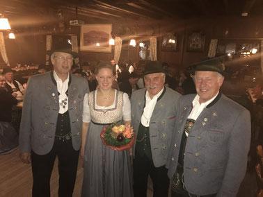 Die verabschiedeten Vorstandsmitglieder Lechner und Obermüller mit den Vorständen Hans Schweiger und Lorenz Rinshofer