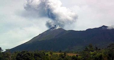 Monte Suswa. Vapore vulcanico che sale dalle fessure del terreno