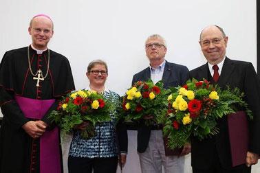 Bischof Franz-Josef Overbeck, Schwester Martina Paul, Klaus Bongardt und Nikolaus Schneider (von links). (Foto RP: Nicole Cronauge