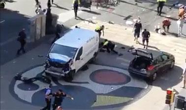 Vehículo con el cual se perpetró el ataque terrorista en Barcelona