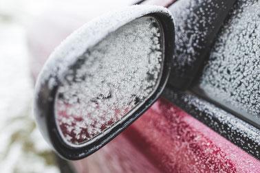Schnee auf Auto