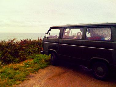 """Le """"VW Bus"""" vert olive aux rideaux zébrés (2009)"""