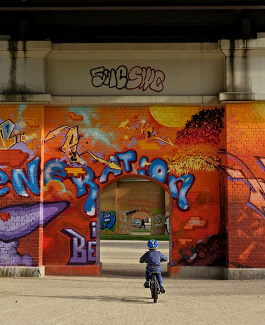 Stefan Kraft; Die Kraft der blauen Stunde, mit Michaela Seliger, 2020; Acryl, Ölkreide, Zeichentusche und Polychromos auf Leinwand, 40 x 50 cm; © Michaela Seliger / Stefan Kraft / VG Bild-Kunst, Bonn