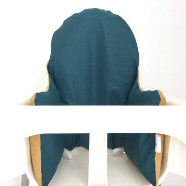 cette image représente un coussin de chaise haute avec une face de couleur bleu paon et l'autre face de couleur curry