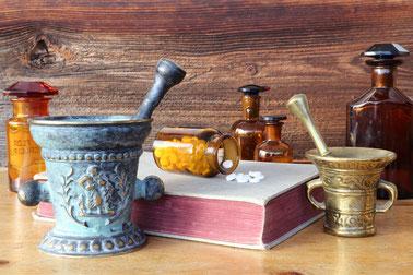 Naturheilpraxis, traditionelle europäische Naturheilkunde, Alternativmedizin, Pflanzenheilkunde
