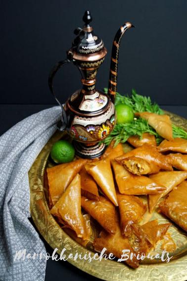 Briouats - knusprige marokkanische Teigtaschen mit Hühnerfleischfüllung