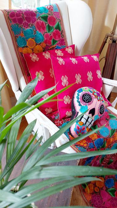 Hippie-Kissen mit Stickerei aus Mexiko, Mexikanische Boho / Ethno-Kissen, Folklor Kissen, bestickte Kissen, Dekokissen für Terrasse, Balkongestaltung, Terrassendeko, Boho Balkondeko, Boho Dekokissen aus Mexiko, Garten Deko, Gartendesign, Terrassenmöbel