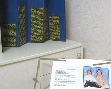 zwei handgebundene Bücher ausgestellt