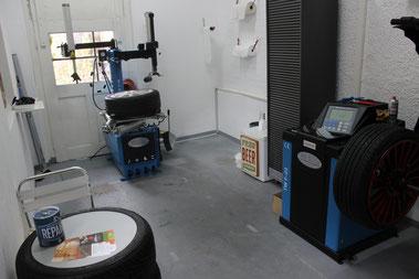 Pneumontagemaschine TwinBush, Auswuchtmaschine,Twinbusch