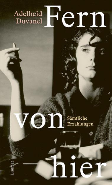 Das Bild zeigt das Cover von Fern von hier von Adelheid Duvanel mit einer rauchenden jungen Frau.